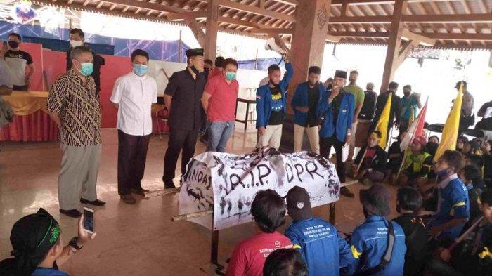 Ada Keranda 'RIP DPR' Dibawa Mahasiswa dalam Demo, Ketua DPRD Salatiga Kirim Surat ke Jokowi